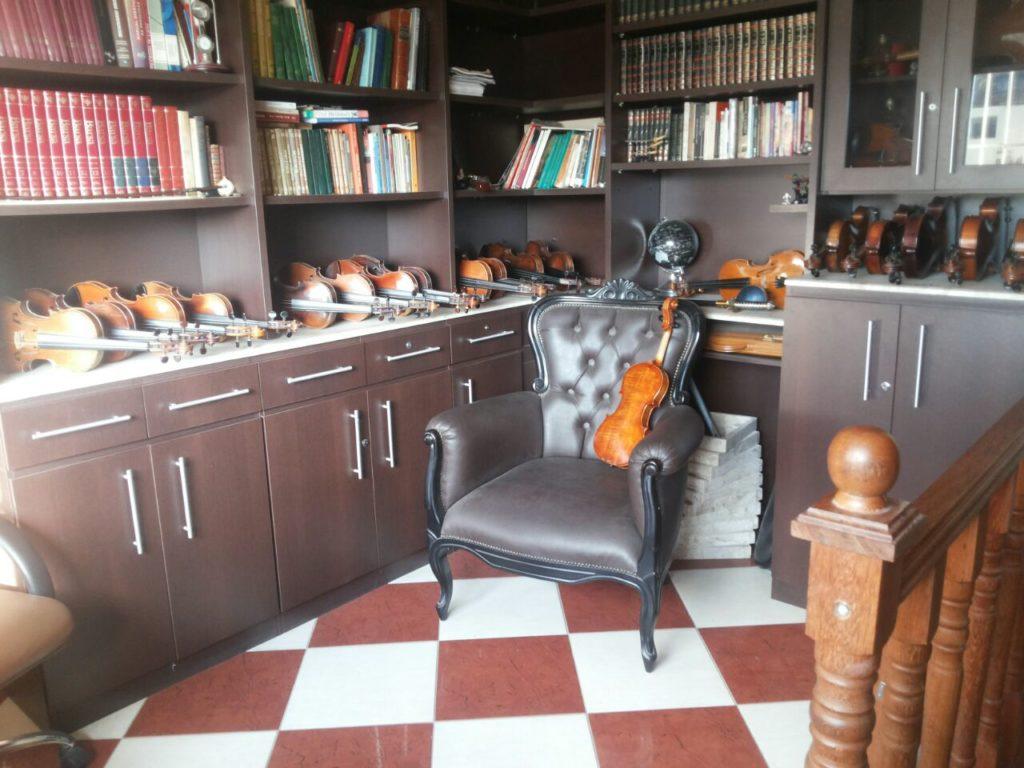 Atelier Kamroyan - Sala dos instrumentos antigos